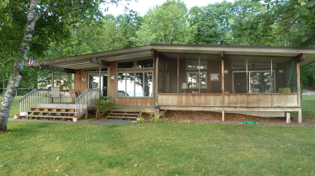 TORCH LAKE FAMILY COTTAGE - Short-term Lodging for